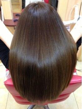 ヘアーズ フェミニン 中山店(Hair's Feminine)の写真/ダメージレスでツヤツヤ美髪♪髪に優しい施術で憧れの潤ツヤストレートが叶う☆柔らかな手触りに感動◎