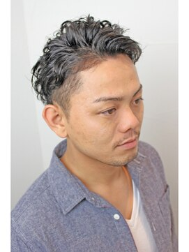 おでこが広い男におすすめの似合う髪型・対処法|くせ毛/前髪