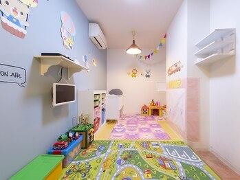 ビーエリアイング(BE AREA +ing)の写真/【キッズスペースあり☆】お子様が飽きないようにDVDやおもちゃもご用意しております!