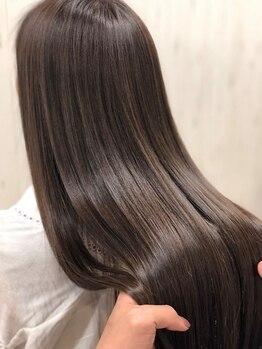 フィゼル 梅田茶屋町(fizelle)の写真/【茶屋町/Aujua認定】[神コレ・ar]Aujua 6STEPトリートメント¥3990!お客様の髪の状態を見極め最適なケアを