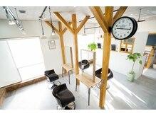 アグ ヘアー ココ 中津店(Agu hair coco)の雰囲気(アースカラーを基調とした暖かみある空間です。)