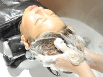 フルール(hair place Fleur)の写真/こだわりの【フルオ-ダ-スパ】贅沢な【個室空間】で最高の癒しと共に頭皮と髪の美を内面から咲かせます☆