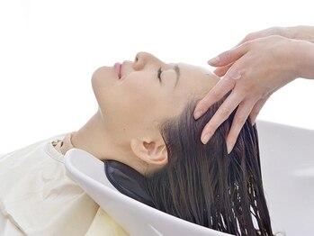 ル ジャルダン ヘアー プロデュース(Le.jardin hair produce)の写真/【極上の癒しのひととき】頭皮から美しく健康な髪に★スパ専用個室で受けるあなただけのリラックスタイム♪