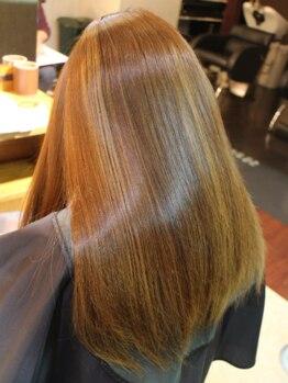 アクアスヘアーデザイン 廿日市店(AQUAS hair design)の写真/髪に負担をかけず、自然なストレートヘアに!癖・ダメージによる広がり、毛先の引っ掛り・パサつきを改善◎
