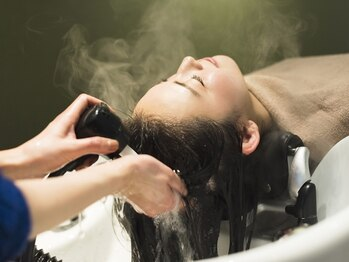 アンベリー(embellie)の写真/【人気Menuプチスパ+カット¥5000】口コミ高評価!とろけるような気持ちよさでスパ後は髪が艶々に♪個室完備