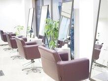 ヘアーメイク リル(HAIR MAKE Lir)の雰囲気(白を基調とした、ナチュラルな店内です。癒し空間で素敵な時間を)