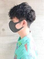 黒髪スパイラルパーマ刈り上げカジュアルツーブロック