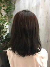 ヴィータ Hair Vita切りっぱなしで上品なミディスタイル