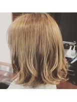 サロンズヘアー 中納言店(SALONS HAIR)明るめカラーの切りっぱなしボブ