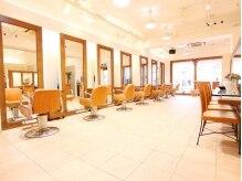 フェスト ヘア メイクアップ(Fest hair makeup)の雰囲気(赤羽駅近☆明るく開放的な空間が広がります♪)