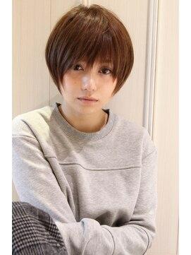 レウナ 外苑前(Reuna)黒髪でも可愛く決まるひし形ショートボブ