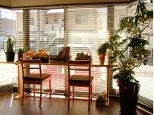 ロンディーネ(Rondine)の雰囲気(大きい窓から差し込む温かい陽ざしに包まれながらのんびり♪)