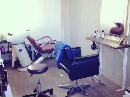 ヘアーラウンジ ローゼスセカンド(Hair Lounge ROSES 2)の写真