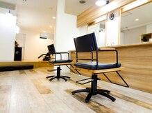 ヘアサロンアート(hair salon a^-to)の雰囲気(、広々とした空間、対面式のセット面でゆっくり出来ます。)