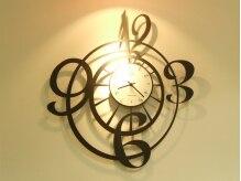 フロー(Flow)の雰囲気(珍しいデザインの壁掛け時計です。)