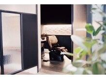 ビコ(bico)の雰囲気(シャンプー台も一部屋づつ区切られています。)