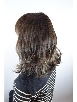 ヘアーシーク(HAIR chic)の写真/ひと味違うヘアデザインを創ってくれるから、周りから一目置かれること間違いなし♪