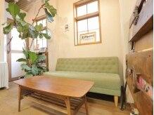 オウチ 美容室 houtiの雰囲気(ゆったり、ふかふかのソファーの待合スペース☆)