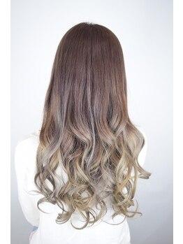 ヘアーシーク(HAIR chic)の写真/《地元に愛される地域密着型サロン!》笑顔の溢れる店内でお客様の希望に合わせたヘアスタイルをご提案♪