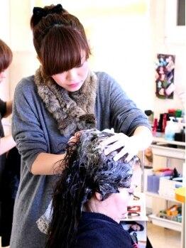 ヘアーアンドメイク タフ(HAIR&MAKE tough)の写真/1人1人に合わせた力加減でマッサージをしてくれるヘッドスパ!!初めての方はクーポンでお得に体験できます♪