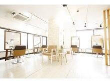 コントロールヤクモ(QONtROL YAKUMO)の雰囲気(4席のみの広々空間!開放的な店内で人目を気にせずリラックス♪)