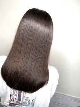 ヘアーアンドメイクランプ(Hair & make Lamp)の写真/【梅田・茶屋町】《極潤うるつや成分配合♪縮毛矯正¥6500》潤いたっぷりストレートで自然な丸みに♪
