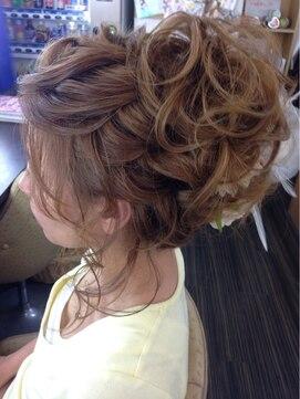 結婚式の髪型 ヘアアレンジ 編み込み&フワフワカールアップ