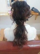ヘアールーム アイロネア(Hair Room Aironea)やわらかルーズハーフアップ