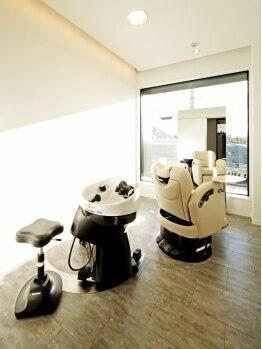 シュールサンク(SuR cinq)の写真/【西神南】個室のスペシャルルームで至福のスパタイムをお届け…キレイなスタイルは健やかな髪と頭皮から★