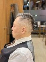 オムヘアーフォー(HOMME HAIR 4)オシャレボウズ フェードカット ビジネスマン オムヘアー4
