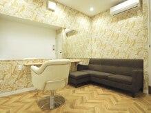 エマ(EMA)の雰囲気(ハワイのホテルをイメージした贅沢な個室。映画観れます♪¥2200)
