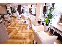 セレスト 下丸子店(CELESTE)の雰囲気(白を基調とした室内は、リラックスしてお過ごしいただけます。)