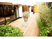 テラス(terrace)の雰囲気(銀座で20坪のテラスによる開放感が贅沢な時間を演出します!)