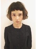シー(she.)she.短め前髪とボブウェーブ