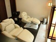 ナゴミ(NAGOMI)の雰囲気(足を伸ばして座れる椅子は、足元が冷えない様にヒーター付)