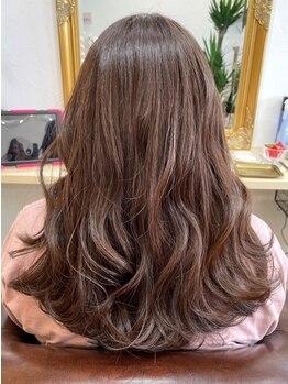 ニコカ(Nicoca)の写真/気になりだした白髪も...ぼかす技術のおしゃれ染めで上品なカラーに♪艶&透明感を実現!深みのある色に―