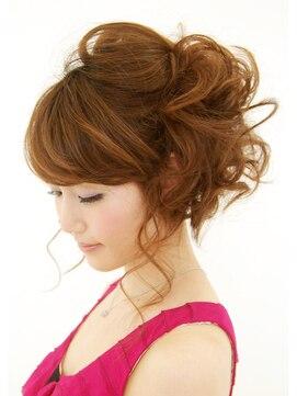 結婚式の髪型 ヘアアレンジ ユルフワでヌケ感のあるサイドアップ