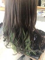 巻き髪インナーカラー