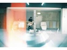 カイコヘアーアンドアートスタジオ(kaiko hair&art studio)の雰囲気(フルフラットの《YUME》の高級シャンプー台で安らぎのひととき。)