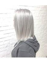 ヘアサロン エフ(HairSalon F)ミディアムホワイトシルバー