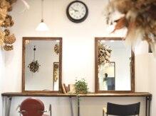ラシャヘア(raxa hair)の雰囲気(店内はとてもいい香り。雑誌を見ながらくつろぎのひとときを。)