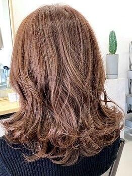 エンプラス(Enplus)の写真/【Enplus】枝毛・裂毛などの蓄積ダメージは、どの季節にも付き物。根本からのケアで美髪への第一歩!