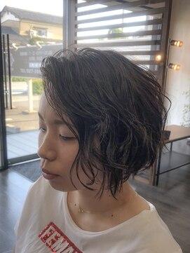 プロキシムヘアワークス(proxim hair works)前下がりのゆるふわショートボブ