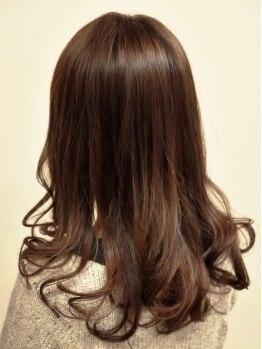 プリマージュ(Primage)の写真/高度な調合知識とカラー技術で仕上がりは変わる。髪のダメージ・地肌への負担を最小限に綺麗な発色を実現。