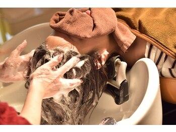 フォルカ ドゥ ヘアドレッシング(FORCA deux hairdressing)の写真/【夜21時まで営業/阪急山本駅1分】毎日頑張るあなたへ…♪至福のヘッドスパで心も体もリラックス☆