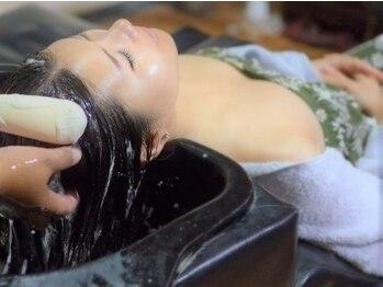 フローレス バイ ヘッドライト 川崎店(hair flores by HEADLIGHT)の写真/【メンズ限定】カット+頭皮ケア炭酸スパ+炭酸泉¥4000 髪のケア+癒しも感じられる★