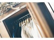 カイコヘアーアンドアートスタジオ(kaiko hair&art studio)の雰囲気(アンティークの家具や、オブジェで温かみのある空間。)