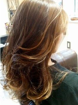 """マローンヘア(marron hair)の写真/《大人可愛いをとことん追求!!》毛先に動きを付けて""""今っぽい""""Styleに♪コテで巻いたようなゆるふわも人気!"""
