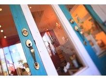 美容室イシカワ ラッシュ立石店(ISHIKAWA)の雰囲気(おしゃれ小物でいっぱいの)