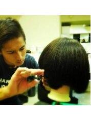 カレント シエナ(Current sienna)美容師になりたて。叱られるも食らいつく毎日を送っていました。